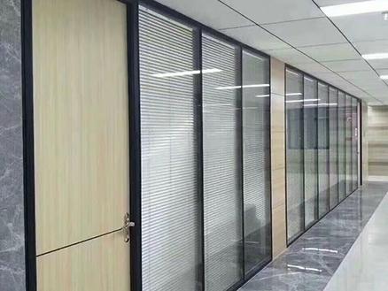 卧波实业集团办公玻璃隔断