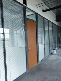 83款加强型中空百叶办公玻璃隔断墙