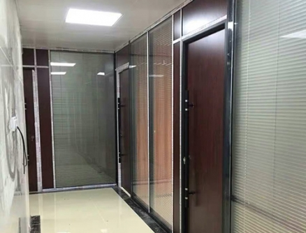 玻璃隔断配生态门